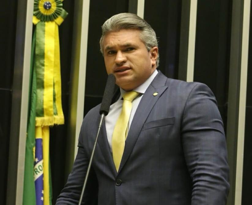 VÍDEO: Na tribuna da Câmara, Julian Lemos faz apelo a João Azevedo para evitar a greve da PM