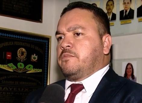 """VÍDEO: Vereador líder do governo Berg Lima paga mico e troca ditadura por dentadura - """"Contra a dentadura eu voto não"""""""