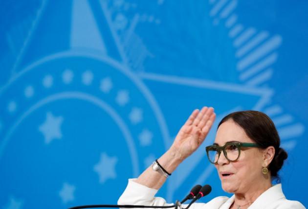 'Bolsonaro está certíssimo', diz Regina Duarte, especialista em pandemias