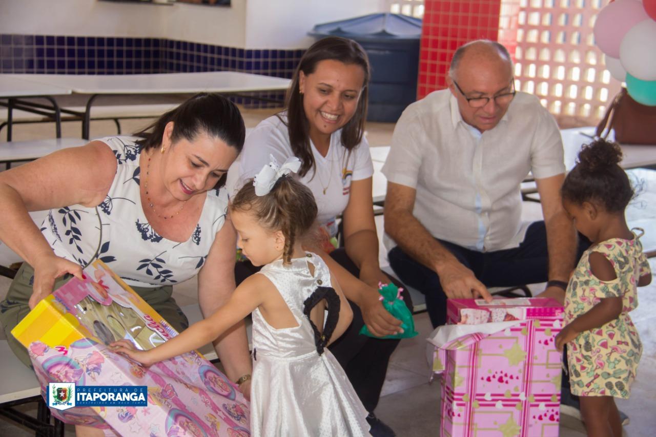 """Dia das Crianças: Divaldo abandona projeto """"Criança Feliz"""" da Creche Municipal e usa Educação para fazer politicagem"""