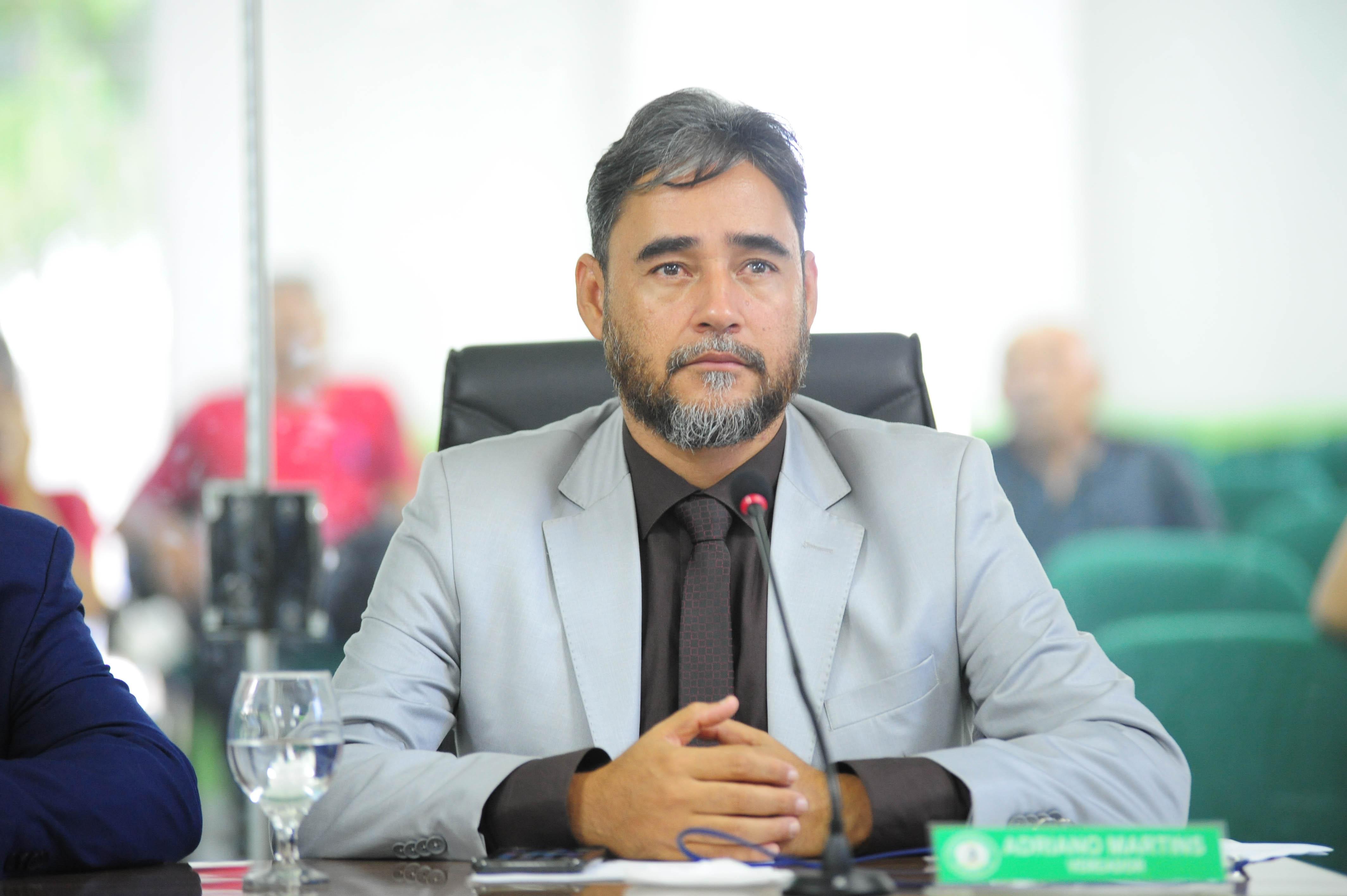 Em nota, Adriano Martins diz que desrespeito de Ney Suassuna foi motivado pela inveja